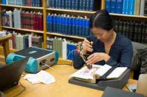El Còdex Boxer, sotmès a una anàlisi espectral fa pocs mesos (Foto: Lilly Library)